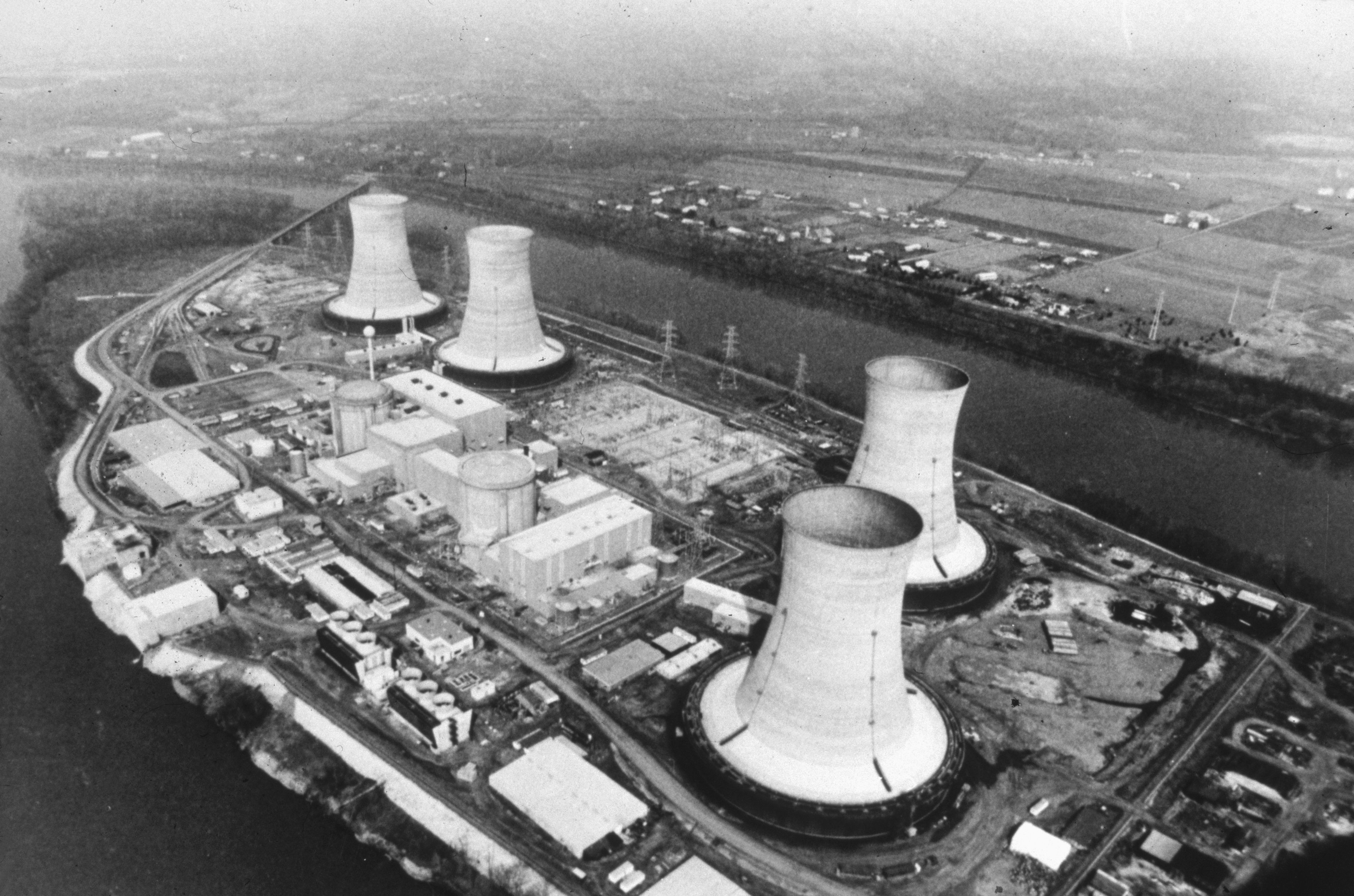a description on how the reactor at three mile island works the chernobyl accident The construction of the first stage of the chernobyl nuclear power plant began in 1970 and of the chernobyl accident: three mile island.
