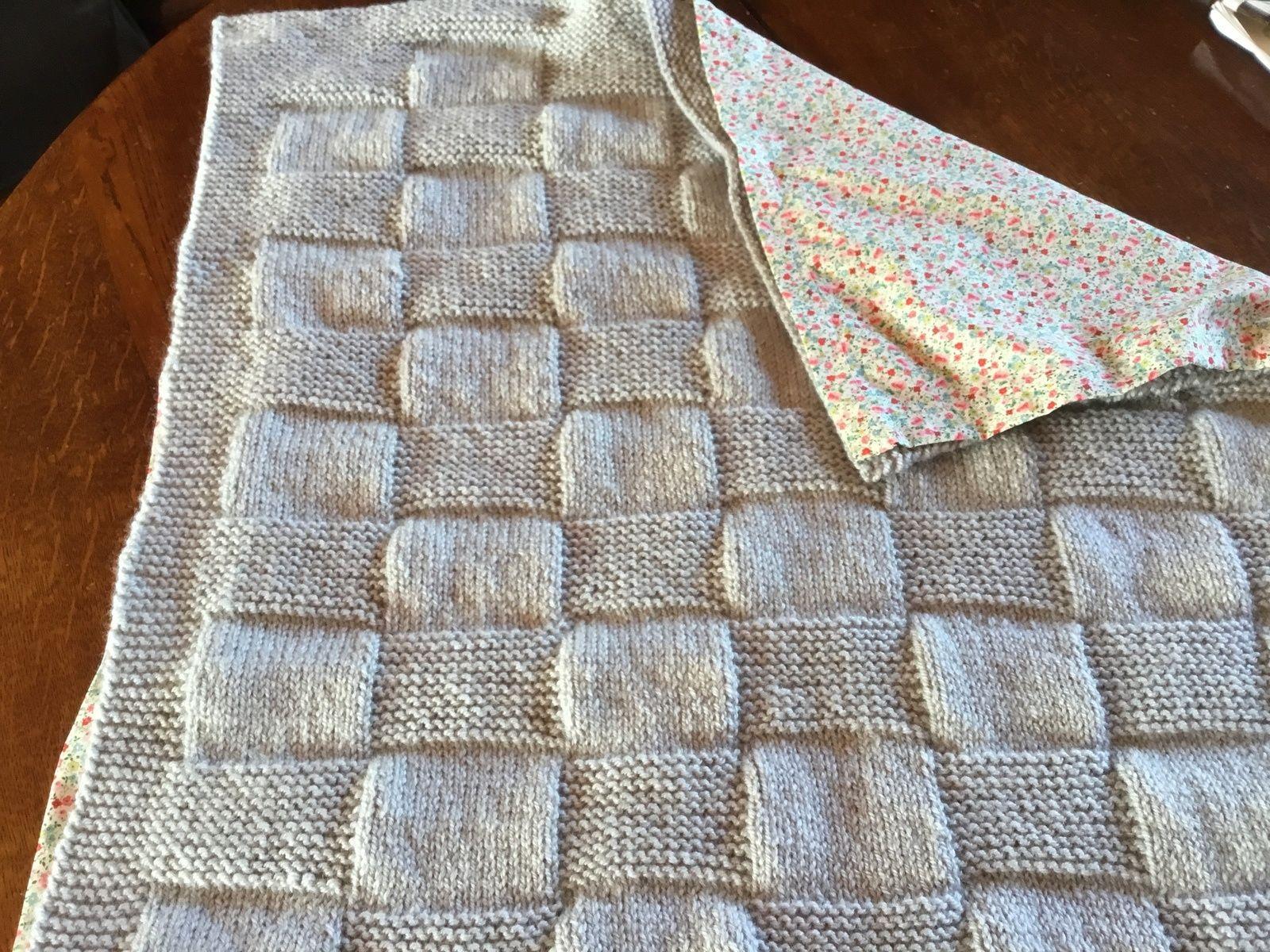 Petite couverture naissance pour bébé tricotée en laine Sport de Bergère de France