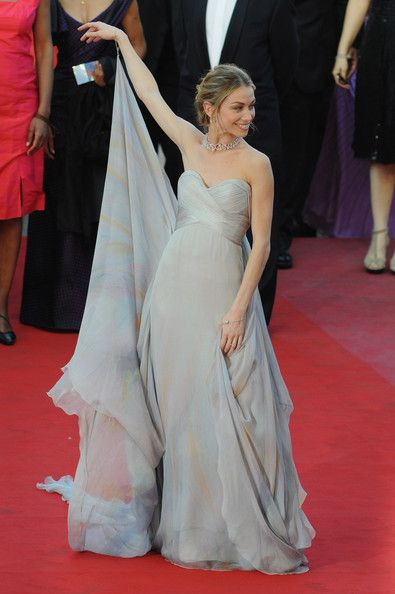 Eleonora Abbagnato Photos - Ballet dancer Eleonora Abbagnato attends the Looking For Eric Premiere held at the Palais Des Festivals during the 62nd International Cannes Film Festival on May 18, 2009 in Cannes, France. - (FILE) Eleonora Abbagnato