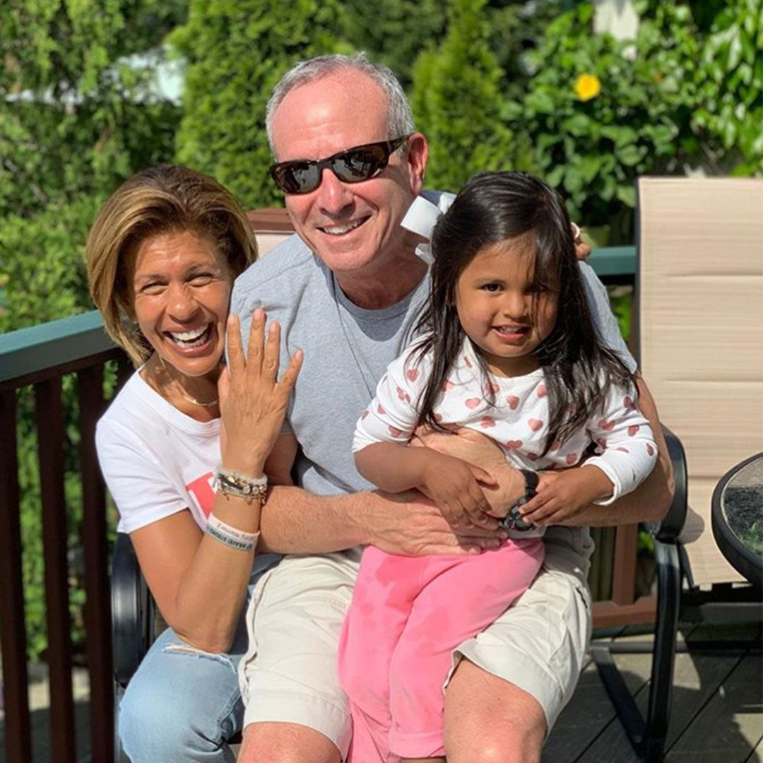 Hoda Kotb And Joel Schiffman Are Engaged All About His Beach Proposal Hoda Kotb Beach Pictures Poses Today Show Halloween Costumes