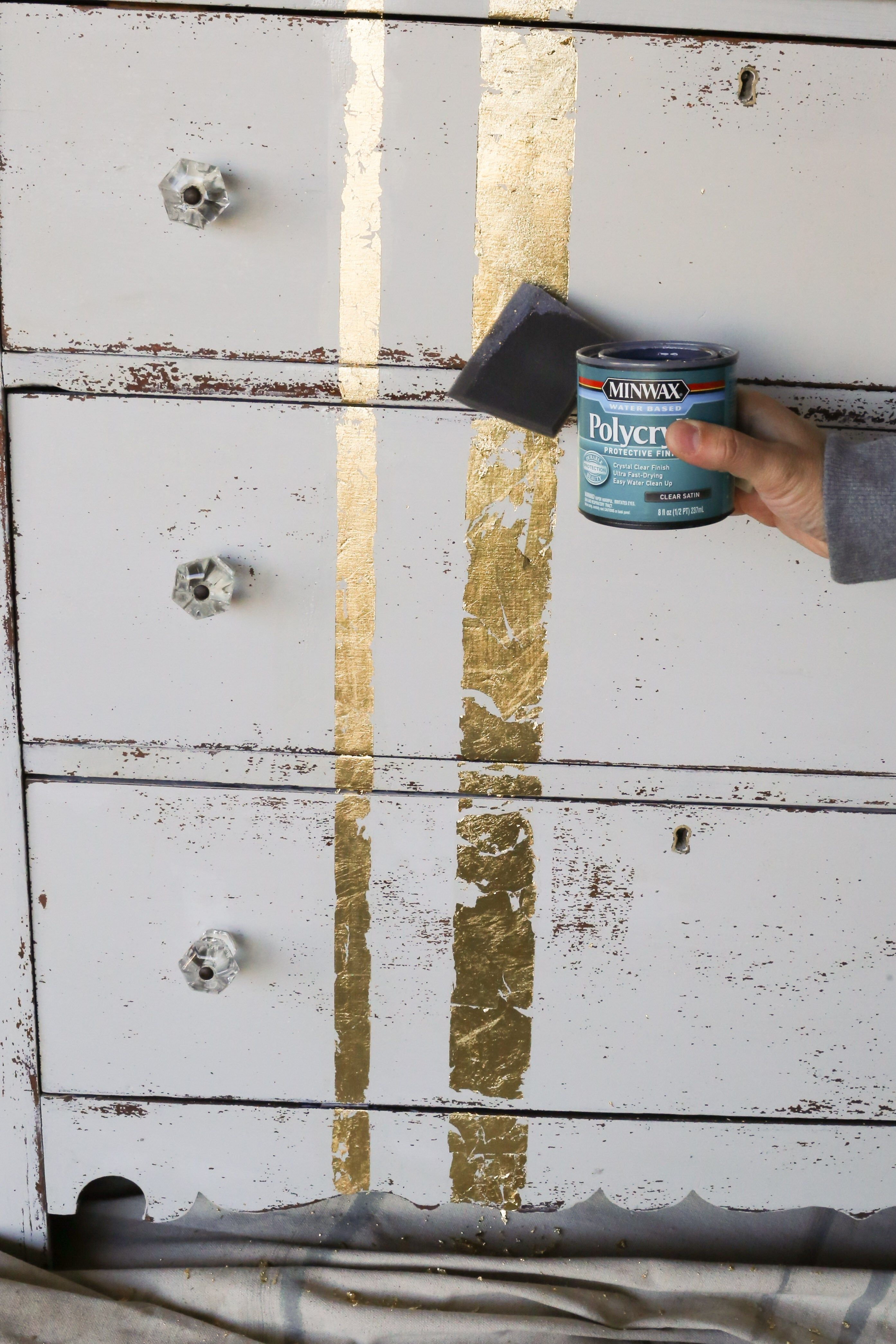 Learn How To Ly Gold Leaf Furniture In 5 Easy Steps Www Thedempsterlogbook