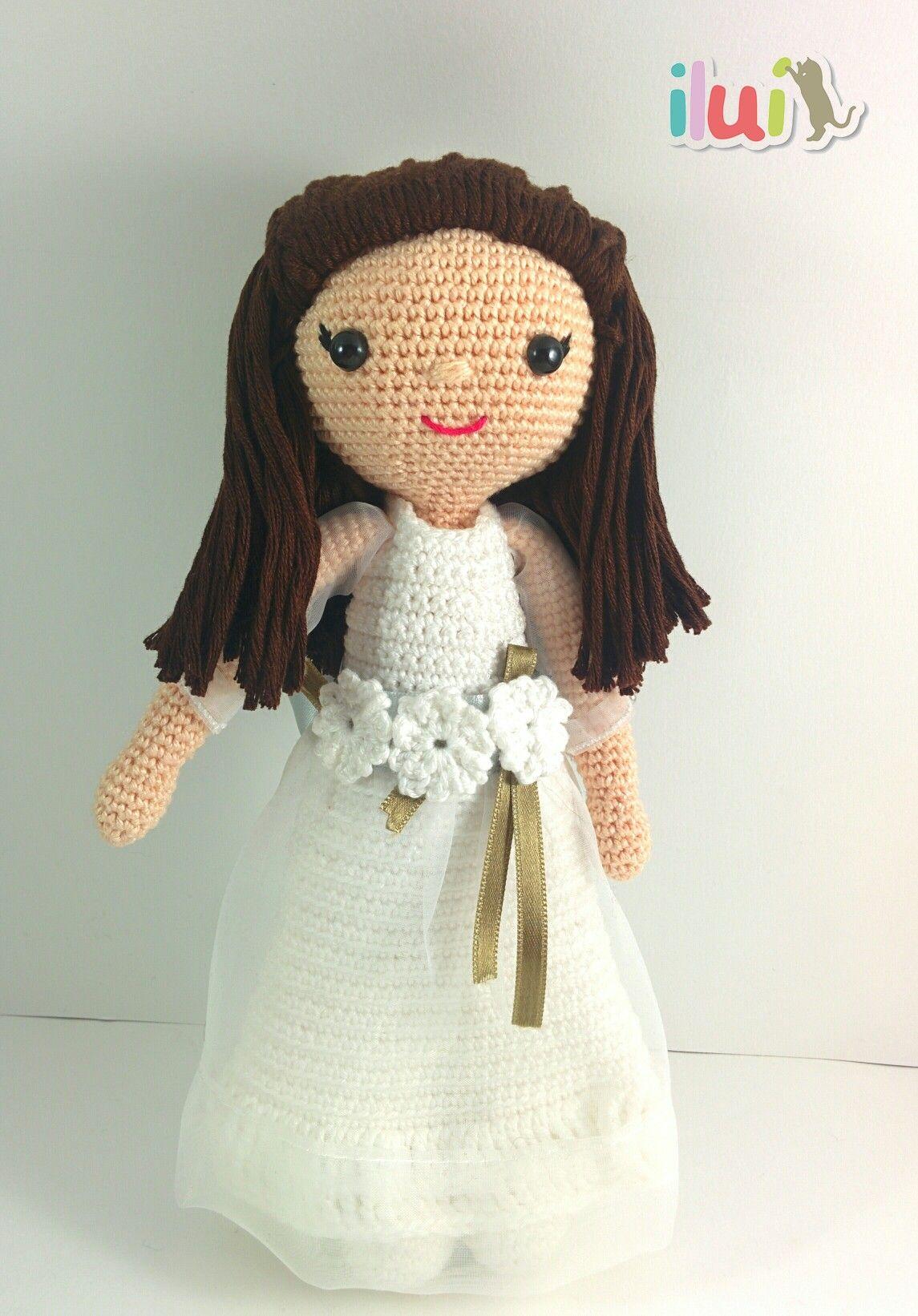 Muñeca comunión realizada con hilo de algodón por ILUÍ. https://www ...