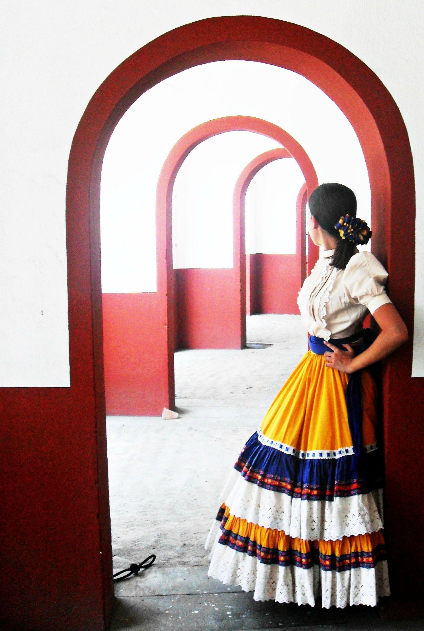 Escaramuza Charra Lienzo Charro Valle De Santiago Vestidos Escaramuza Vestidos Mexicanos Vestimenta Mexicana