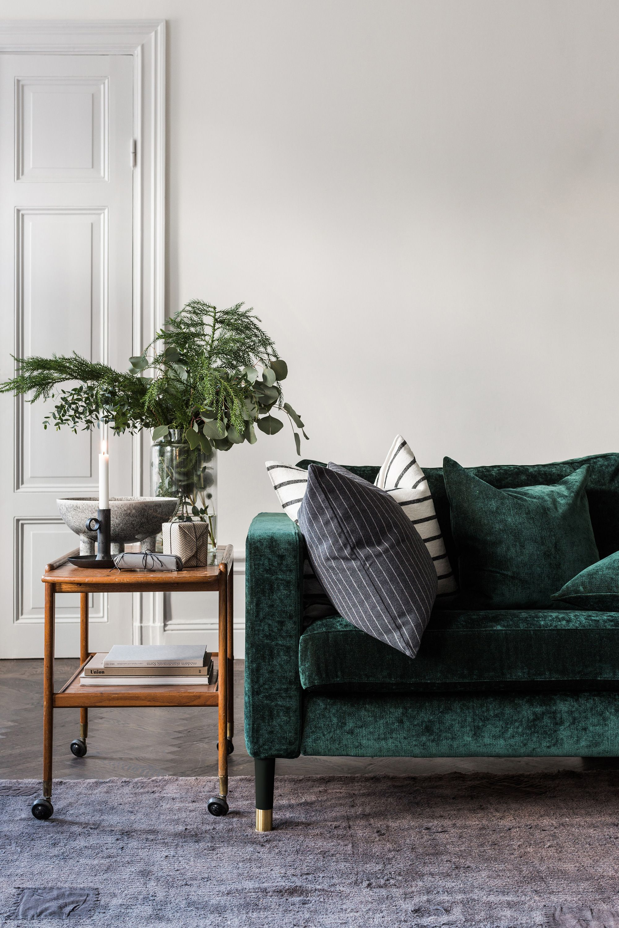 Elegant Scandinavian Interior Dark Green Velvet Sofa Retro