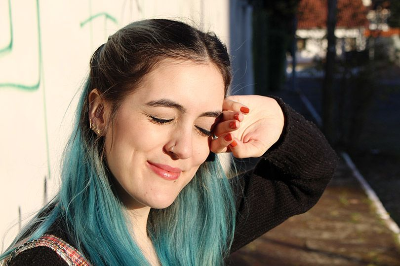 natural beauty - make up - blue hair - cabelo azul - maquiagem simples - batom nude - nude lips - piercing - white skin - natural make