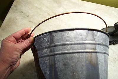 How To Age New Galvanized Metal With Only Vinegar Tip Diy Distress Cool Diy Projects Aging Metal Primitive Crafts