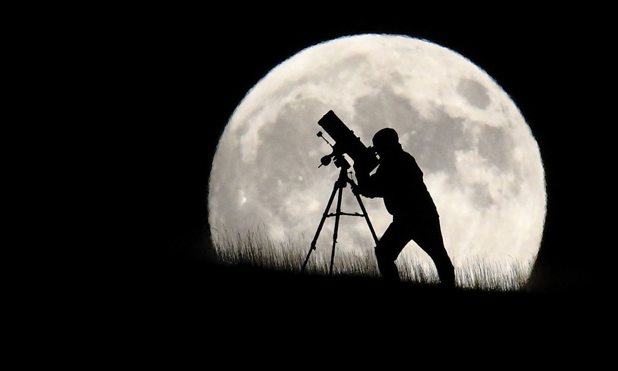 'Blood moon' rises as super moon and lunar eclipse combine – pictures from around the world 9/2015