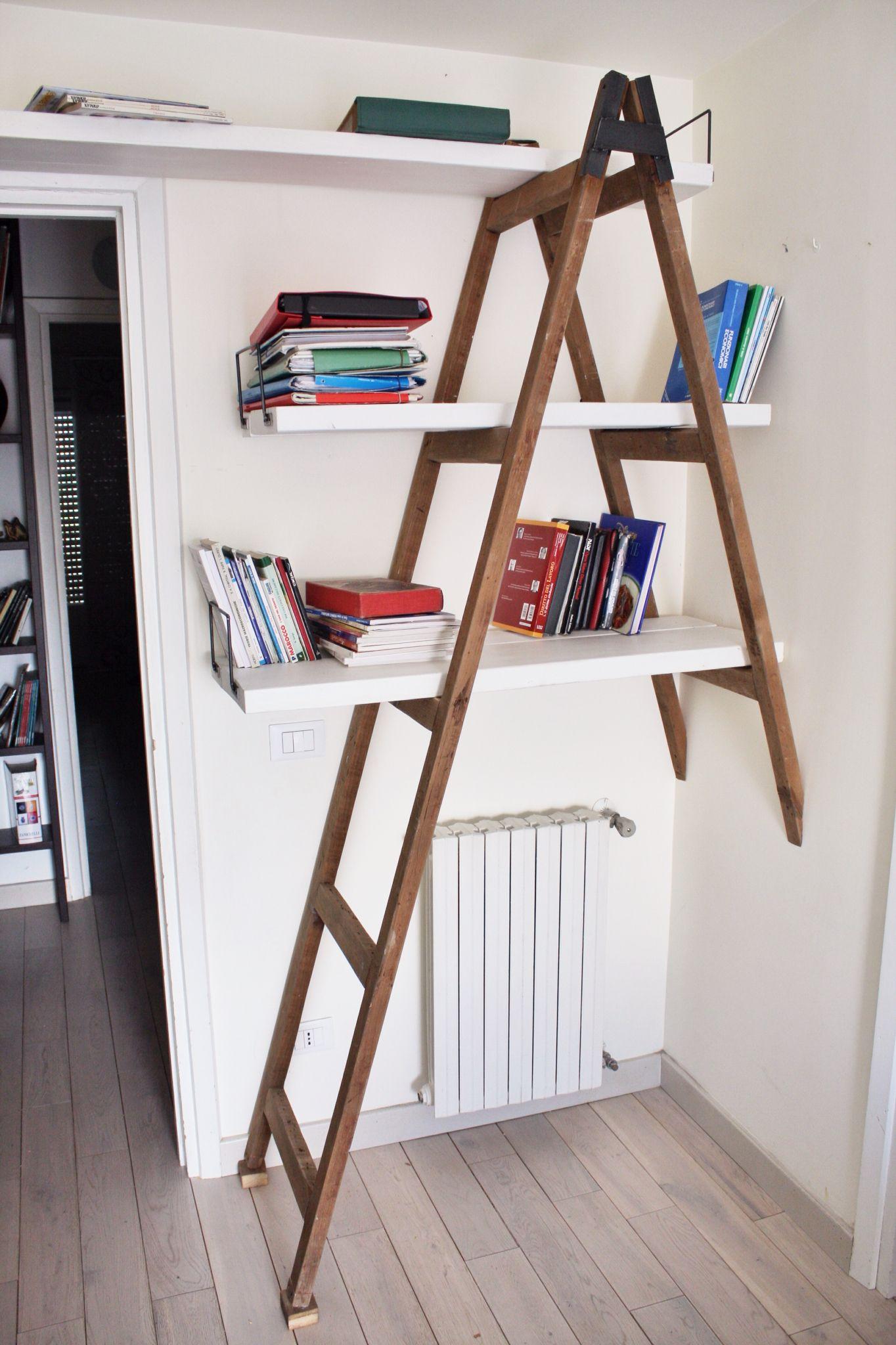 Libreria Realizzata Recuperando Una Vecchia Scala Visto Il Poco