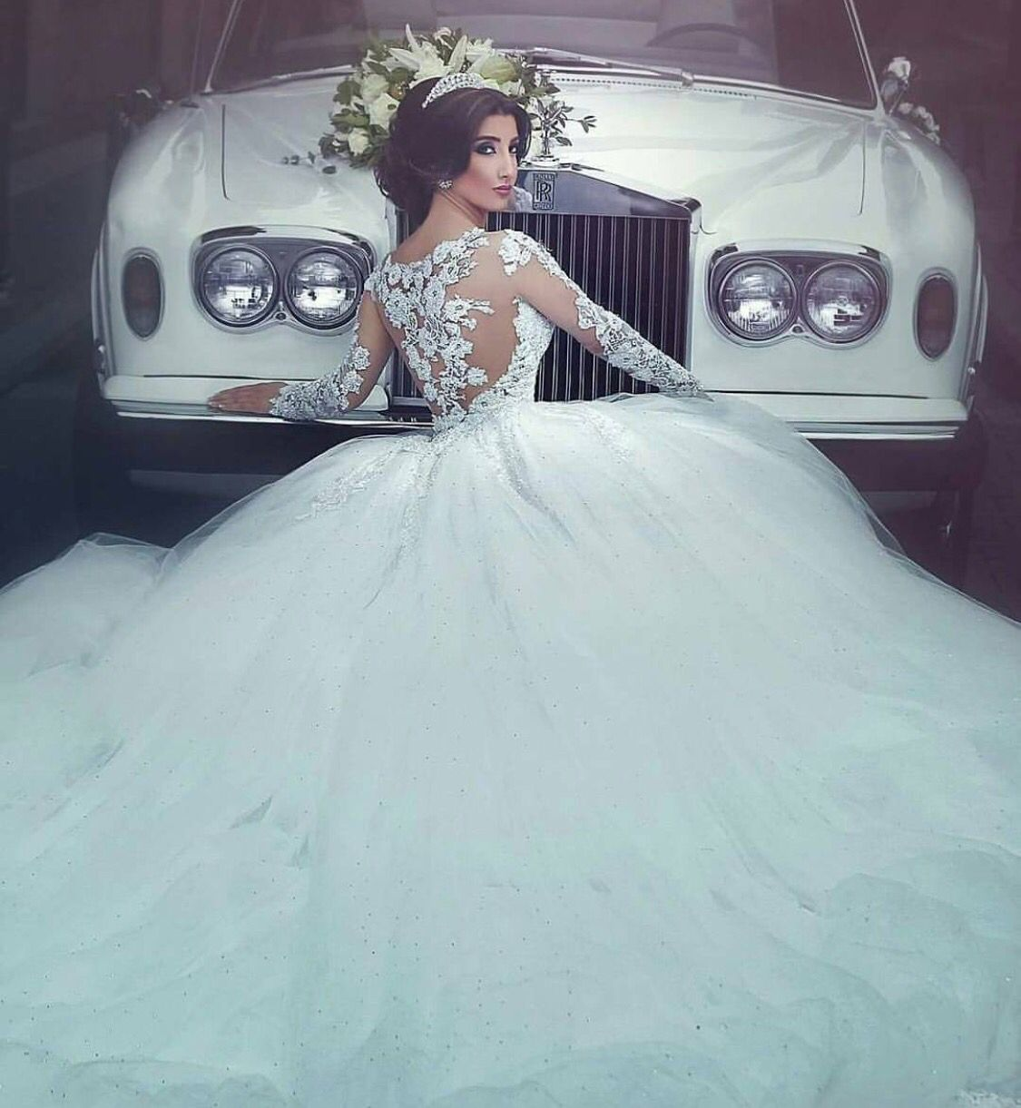 Beautiful bride elegant classic rolls royce and limos for your