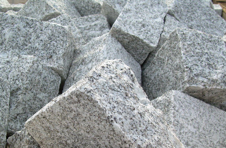 good borne ralise en granit le revtement de sol est en porphyre kern du trentin granit du. Black Bedroom Furniture Sets. Home Design Ideas