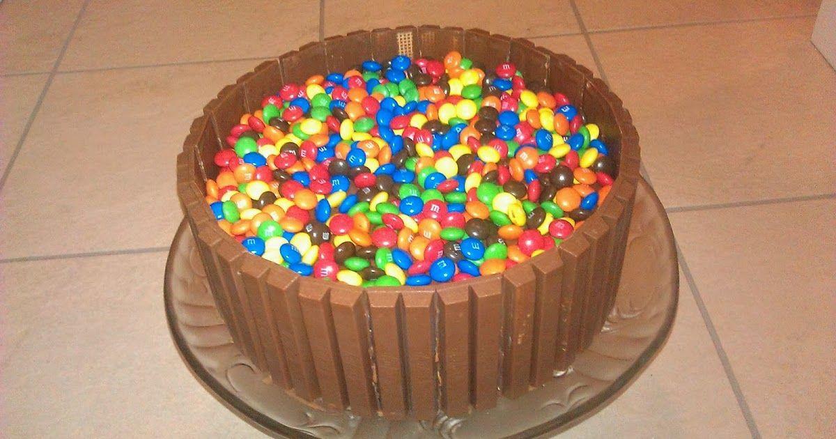 Bage-bloggen: Kitkat og M&M's kage (Chokoladelagkage)