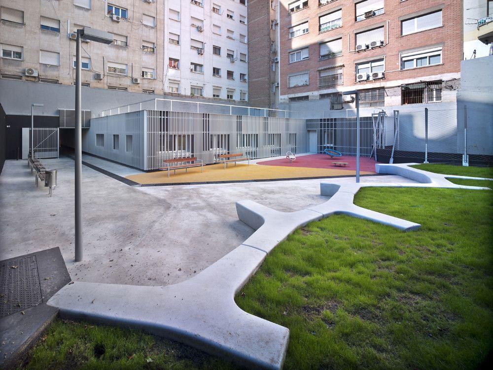 """Centro de Servicios Sociales, Archivo Municipal y Recuperación Interior de Manzana """"Waldorf"""",© Jordi Bernadó"""