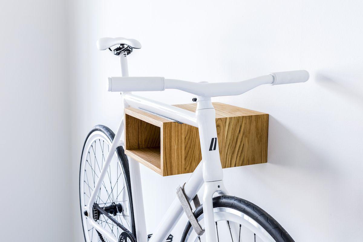 Accroche Velo se rapportant à vélo accroché au mur | mur, accroche velo et Étagère en tuyau