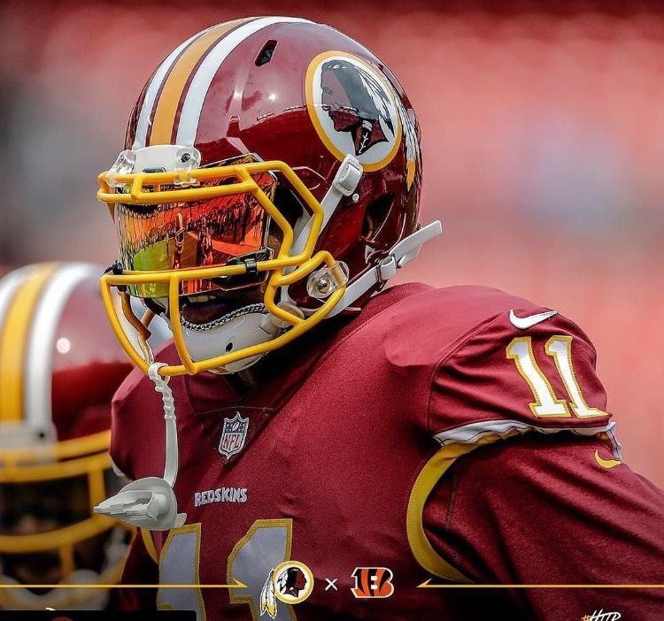 Terrell Pryor of the Washington Redskins wearing a SHOC 2.0 Lightning  Football Visor in Inferno b4ba20d689a