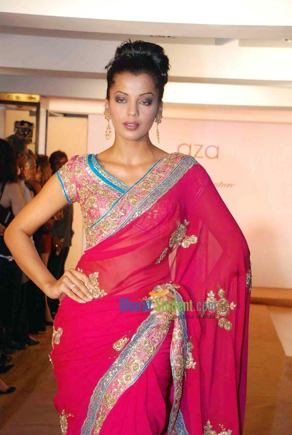 Mugdha Godse Designer Rocky S Http Www Rocky S Com Couture Collection Launch 2007 Bridal Fashion Designers Couture Collection Fancy Sarees