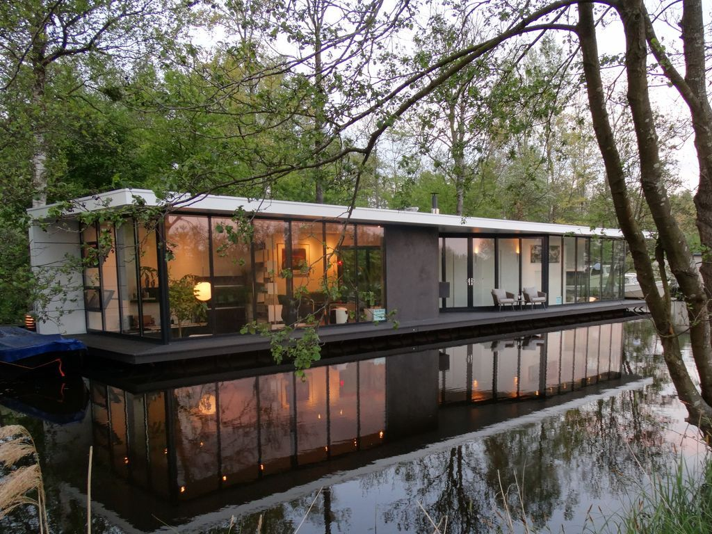 A Stunning Contemporary Designed Houseboat Giethoorn Floating
