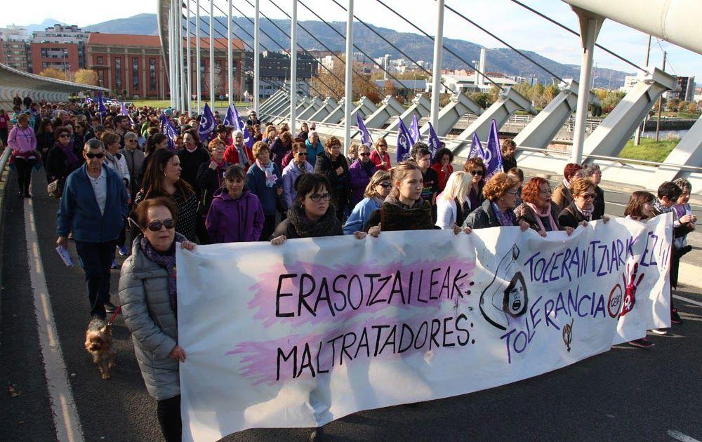 """Cerca de 300 personas marchan reclamando """"tolerancia cero"""" ante la violencia machista"""