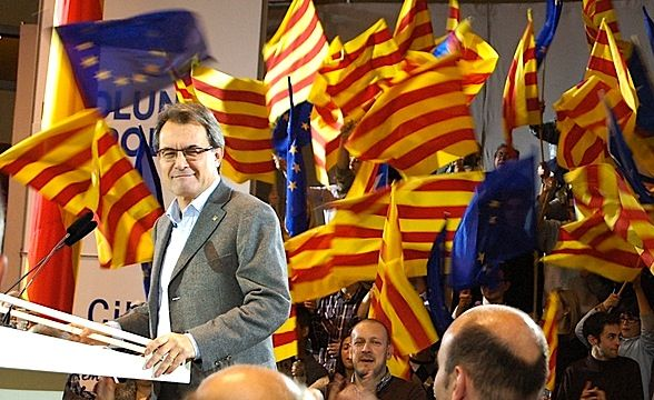 """Catalans to renew independence bid with early election - euobserver.com, NIKOLAJ NIELSEN, 15 Jan 2015. """"Mas is set to challenge the central government again after calling for an election on 27 September during a news conference on Wednesday. A majority win for the separatist lawmakers in the 135-regional parliament chamber could lead to calls for a unilateral declaration of independence from Spain."""""""