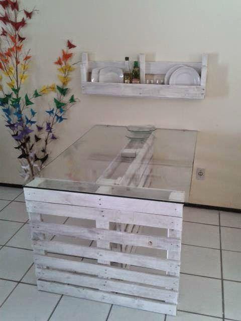 Mesa de paletes com tampo em vidro DIY