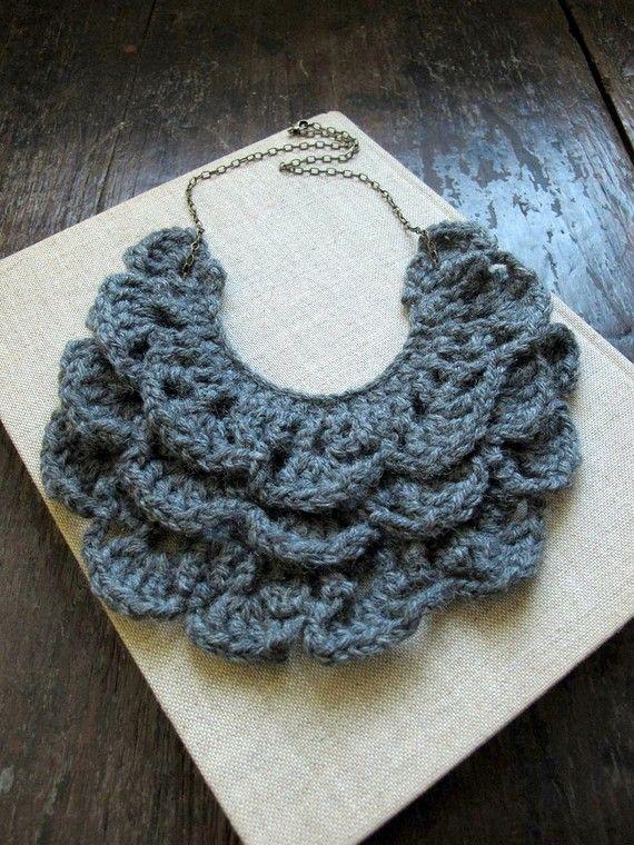lovely crochet bib | María Dolores Peralta | Pinterest | Maria ...