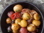 Пресни картофи със сушени домати