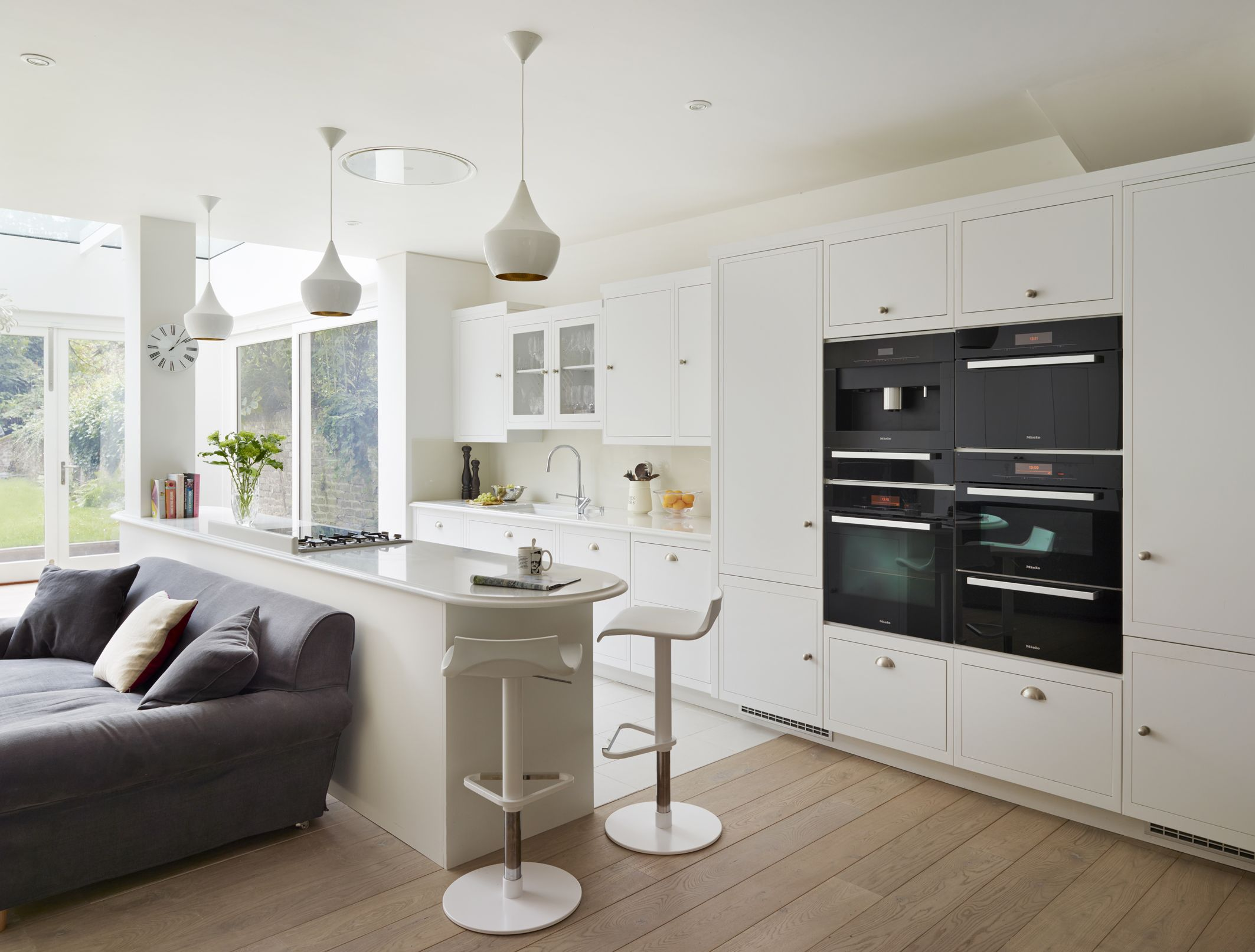 Harvey jones linear kitchen painted in dulux 39 swedish for Linear kitchen design