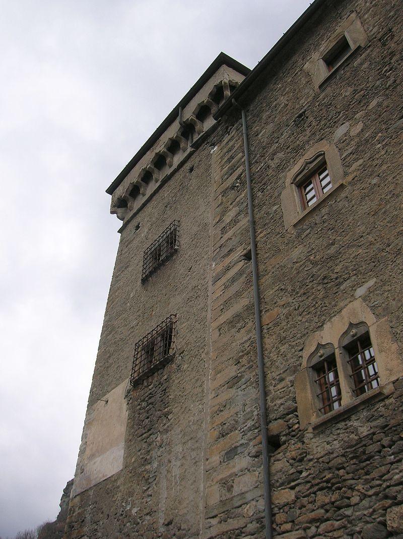 Avise (Valle d'Aosta)  - Castello di Avise - Torre vista dal lato sud