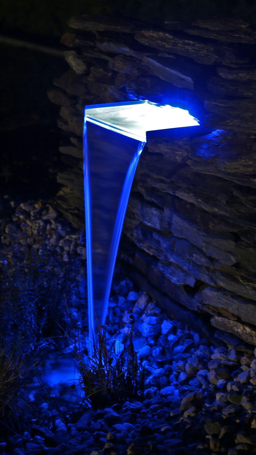 Garten Wasserfall Mit Led Beleuchtung In 2020 Pool Beleuchtung Beleuchtung Led Beleuchtung