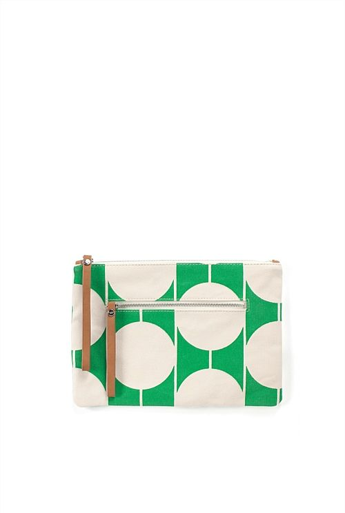 This clutch has a 100% cotton body and features a circular geometric print design. It has two external pockets with individual logo zippers.