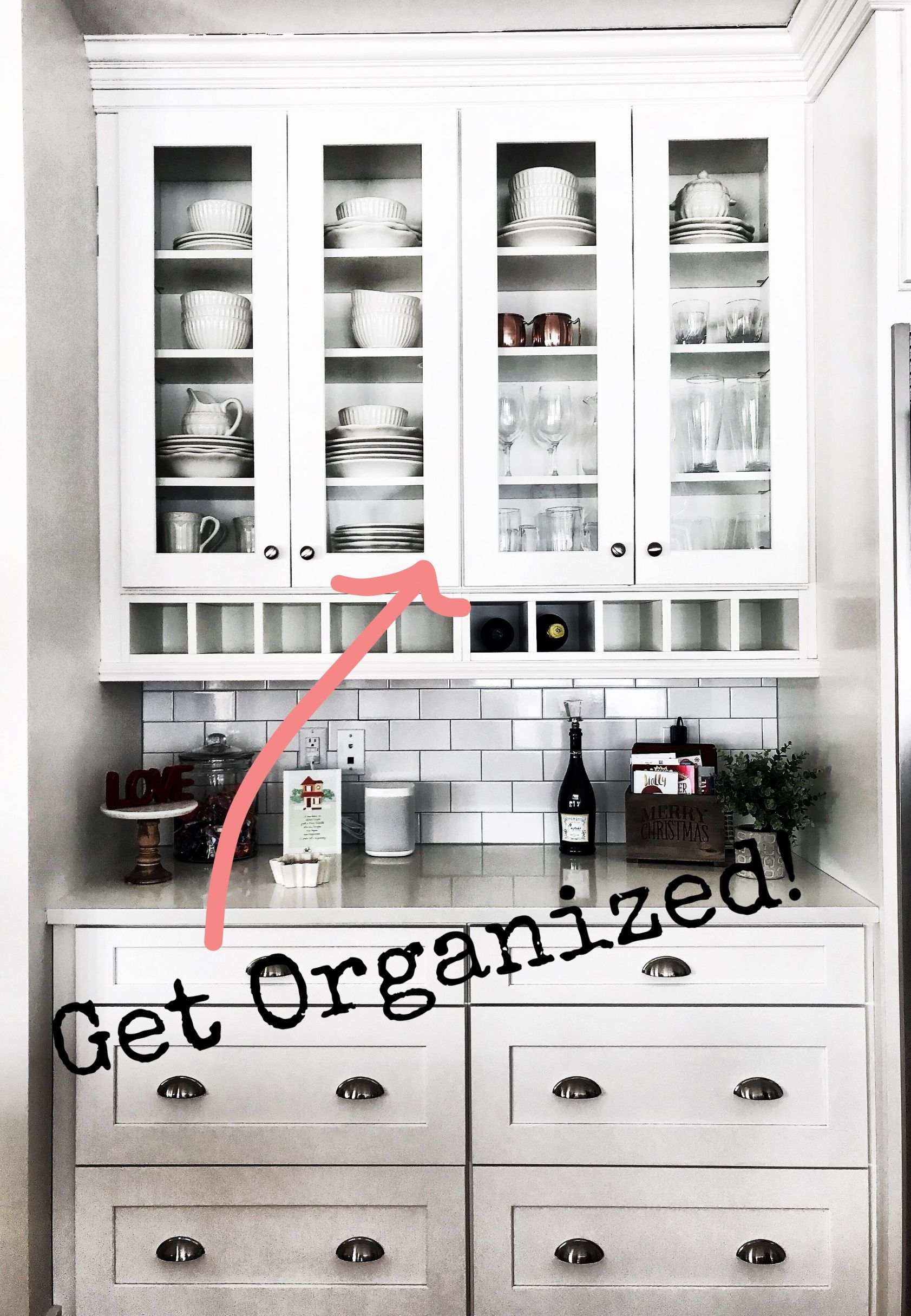 Ideas for organizing kitchen display cabinets and dining room ...