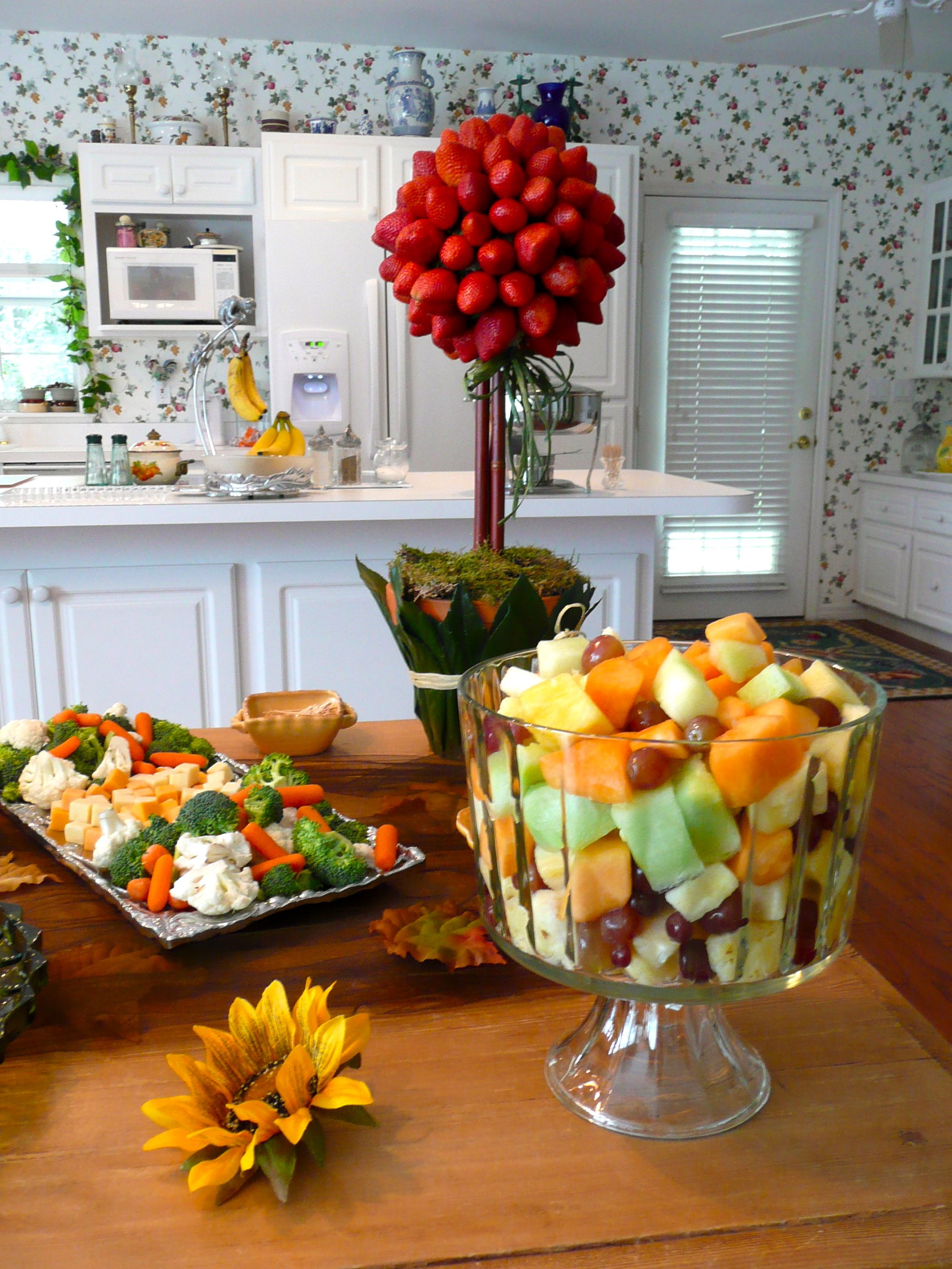 Can T Go Wrong With A Basic Crudite Platter And Simple Fruit Salad