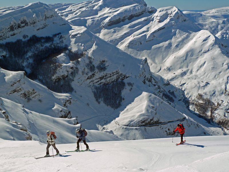 Cordillera Cantabrica; Esqui de travesia Cantabria, Spain http://desdelasierradelademanda.blogspot.com.es/2012/02/125-bustalveinte-y-pizarras-lunada-ason.html