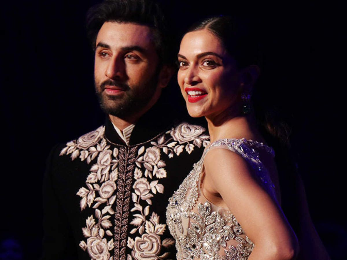 These Pictures Of Ranbir Kapoor And Deepika Padukone Are Breaking The Internet Hindi Movie News Times Of India T Deepika Padukone Ranbir Kapoor Bollywood