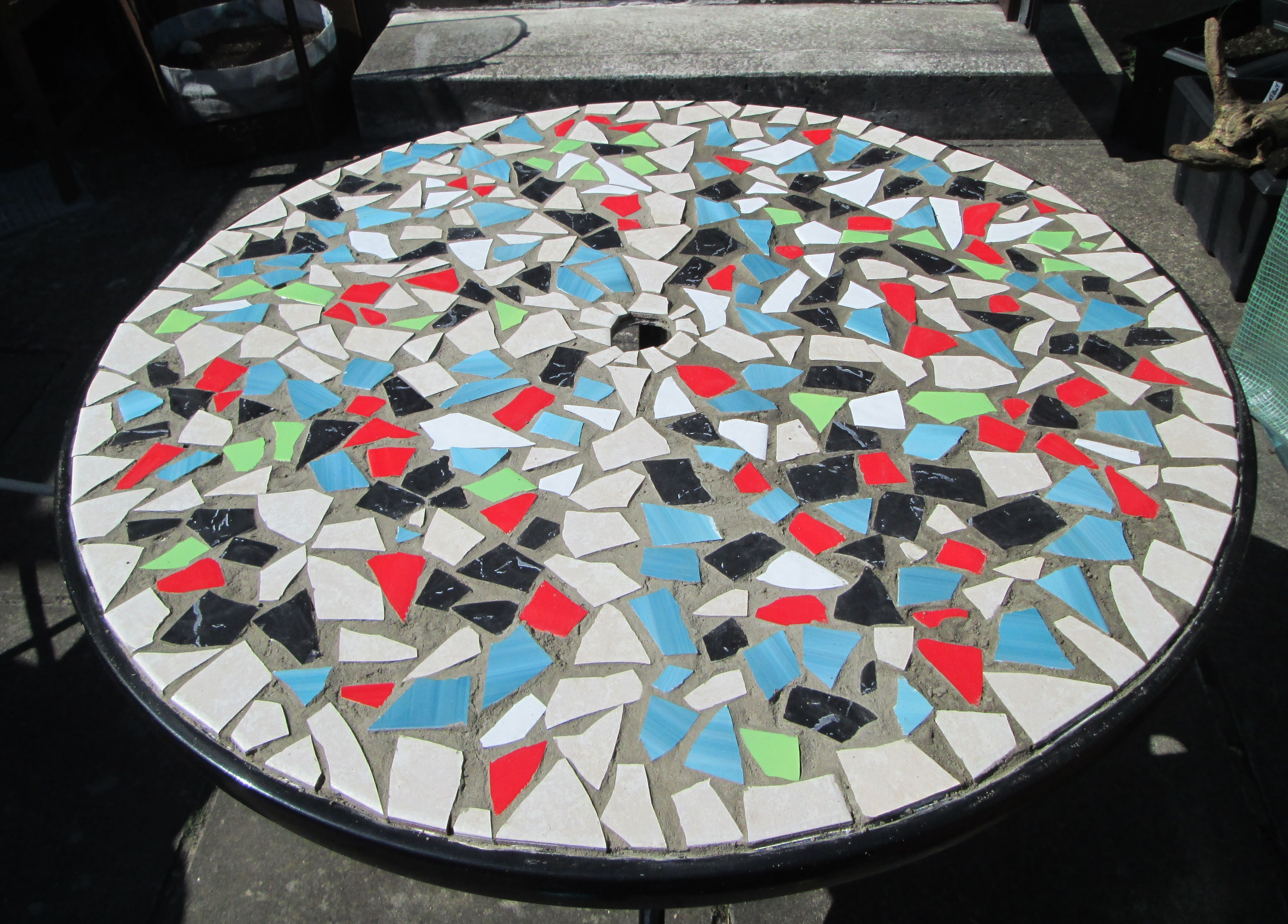 How to design a mosaic tabletop with ceramic tiles mosaics how to make a mosaic table top from ceramic tiles httpviking305 dailygadgetfo Gallery
