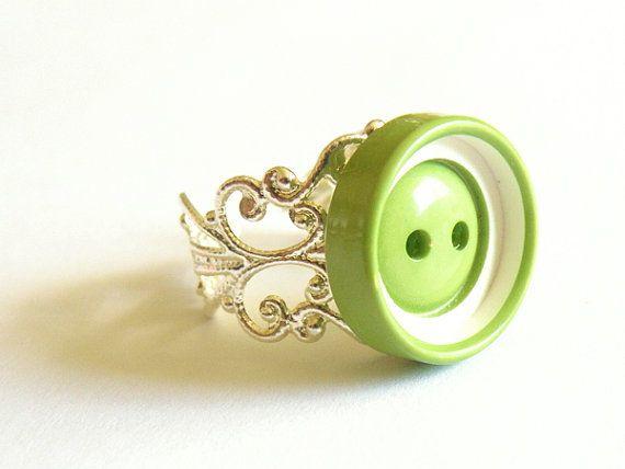 Une petite bague bouton