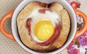 Muffin de croque madame com ovo, creme de leite e presunto de Parma - Receitas - GNT