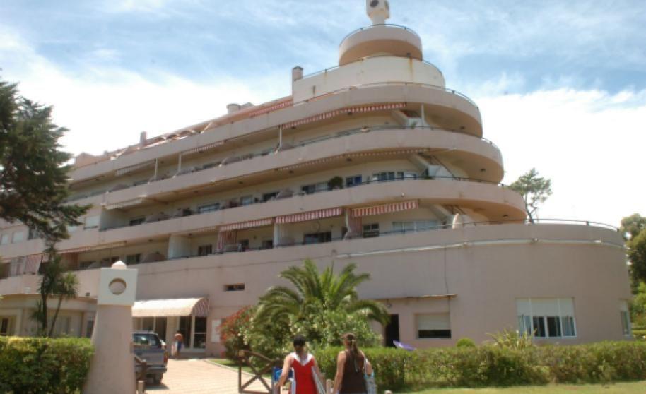 art deco architecture - El Edificio Planeta, en Atlántida, es un ejemplo de arquitectura Art Decó.