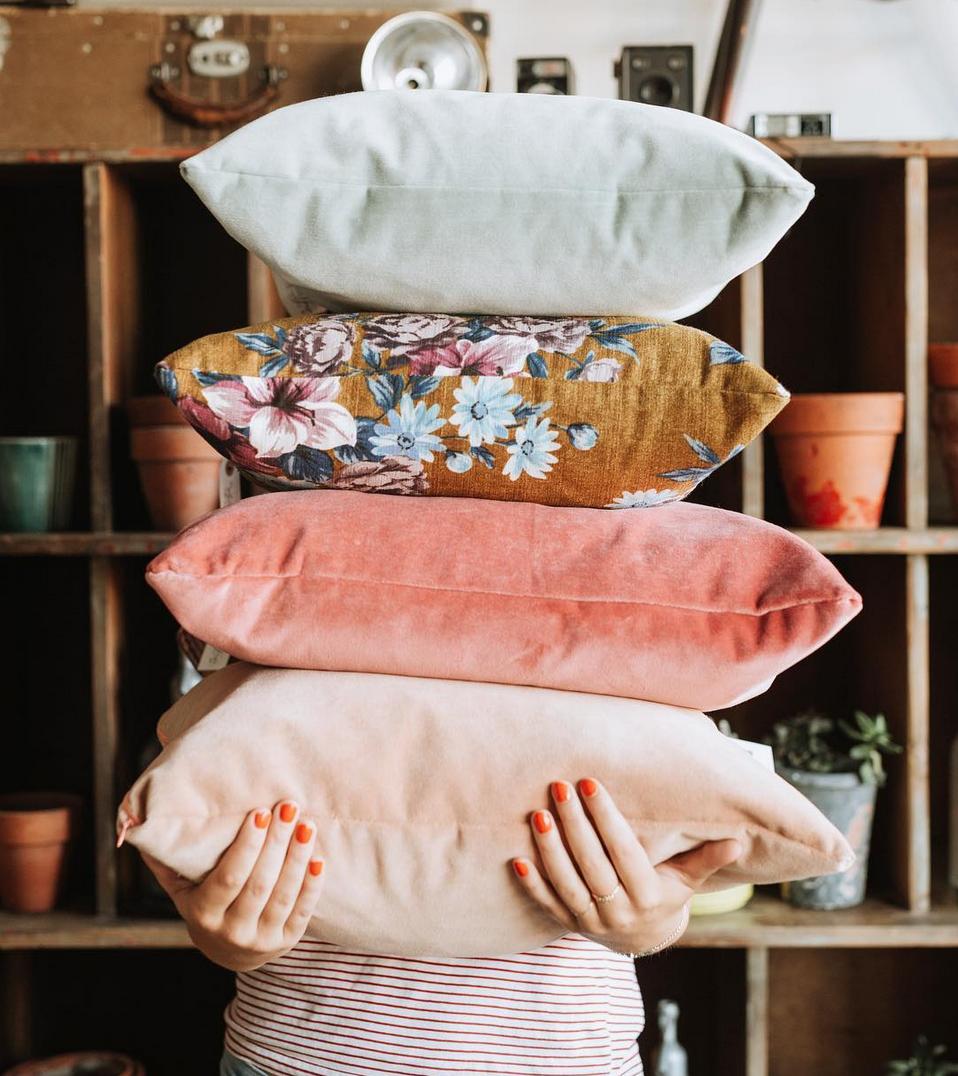Diy Pillow Ideas In 2020 Throw Pillows Bedroom Colorful Throw Pillows Throw Pillows