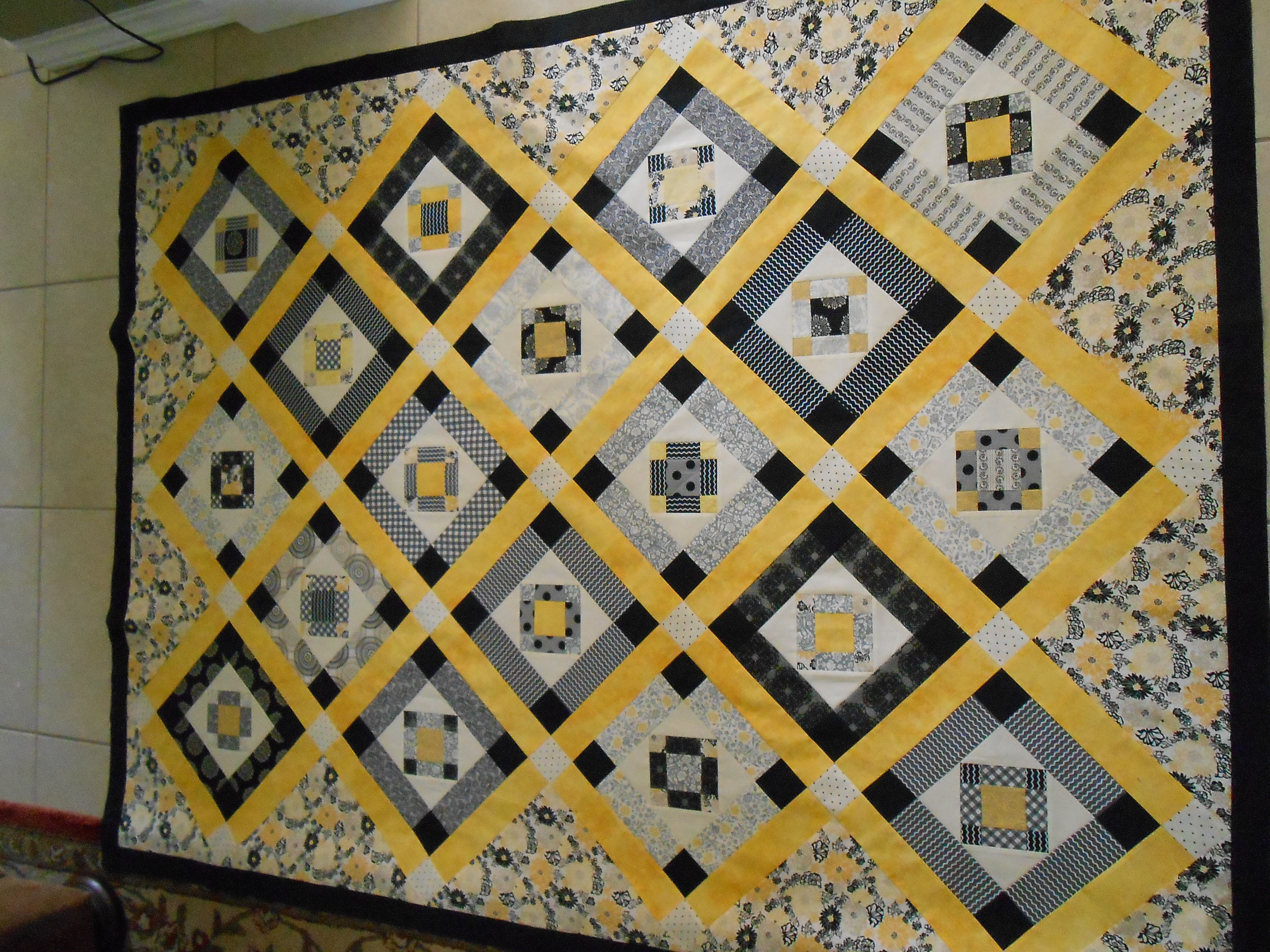Completely Scraps My Black White And Yellow Quilt Quilting Crafts Quilts Quilt Patterns