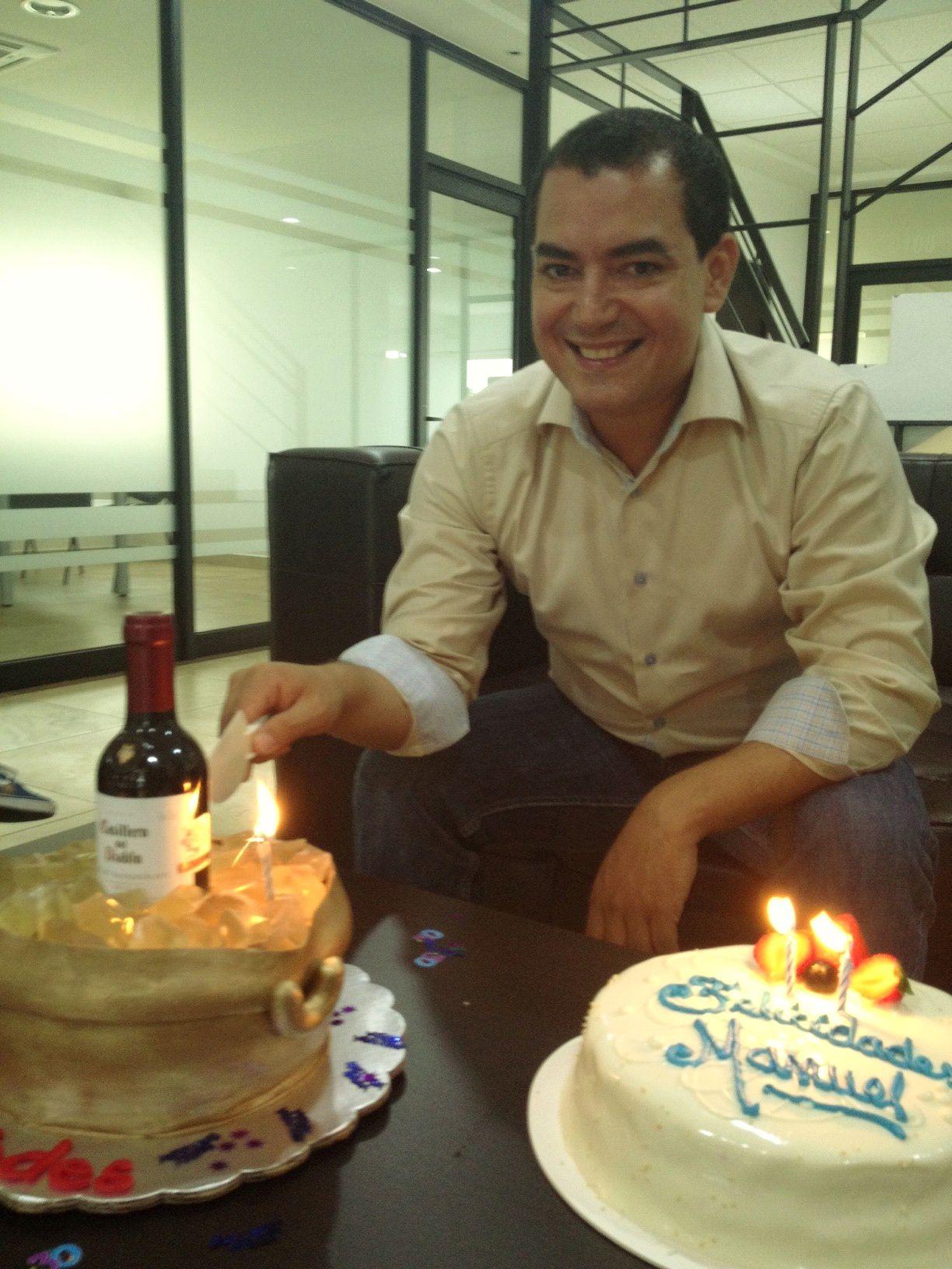 Festejando a Manuel Santana Director de OOH Digital Marketing