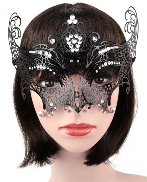 Nouveau produit : Masque venitien en metal noir montant elegant aristocrate avec strass bal masque Vous aimez ? / New product do you like ? Prix: 29.90 #new #nouveau #japanattitude #masques #gothique #gothic #elegant #aristocrat #chic #burlesque #masque #bal #sexy #venitien #femme #arabesque #noir #yeux #strass #costume #aristocrate #mask #ball #goth #venetian #woman #black #eyes #masked #rhinestones