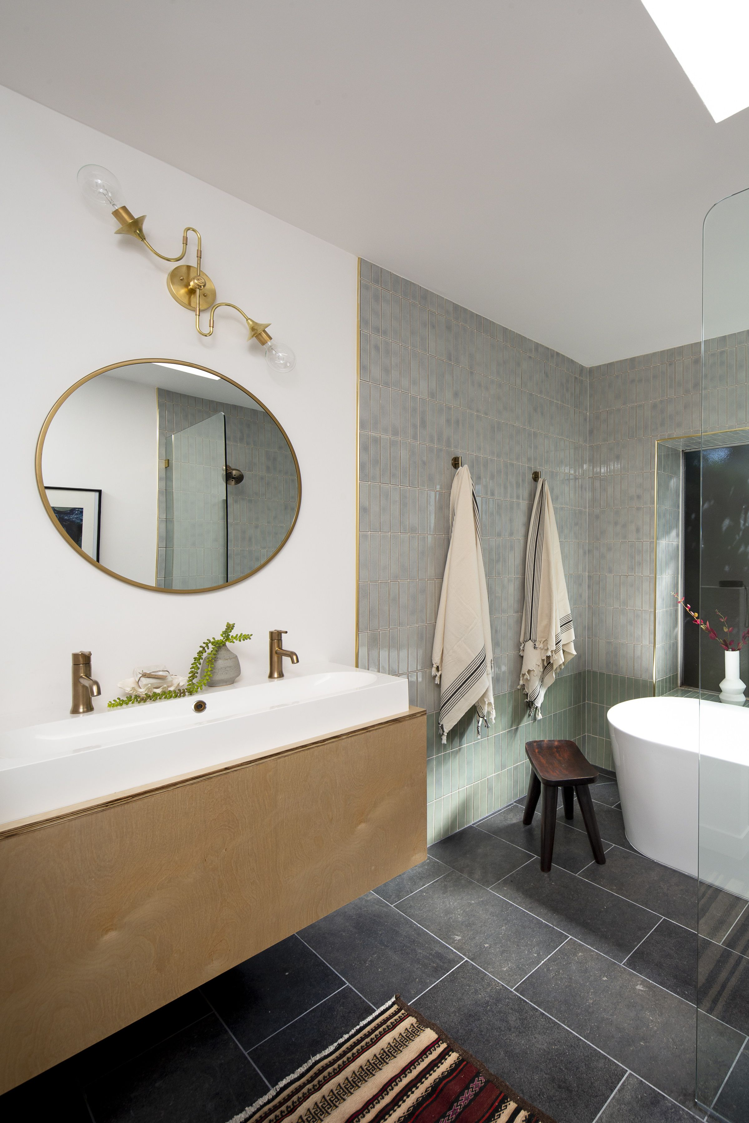 Photo 26 Of 28 In Before After A Muddled Midcentury Ranch In L A In 2020 Shower Tub Round Mirror Bathroom Bathroom Inspiration