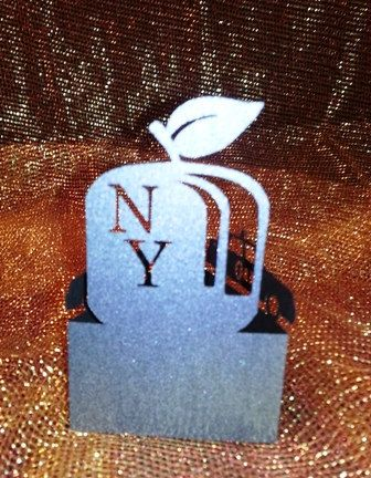New York apple and cabs standing place cards set by hilemanhouse, $4.49