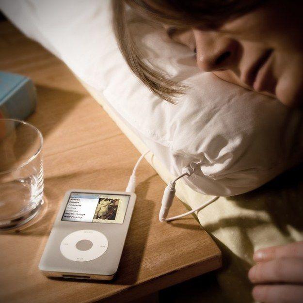Almohada con sonido | 29 Productos totalmente perezosos que tu habitación necesita