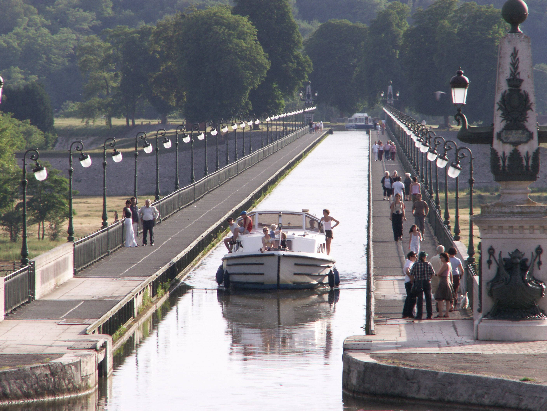Patrimoine Culturel Curiosites Pont Canal De Briare Briare Vos Vacances En Loiret Val De Loire Pres De Paris Pont Canal De Briare Pont France