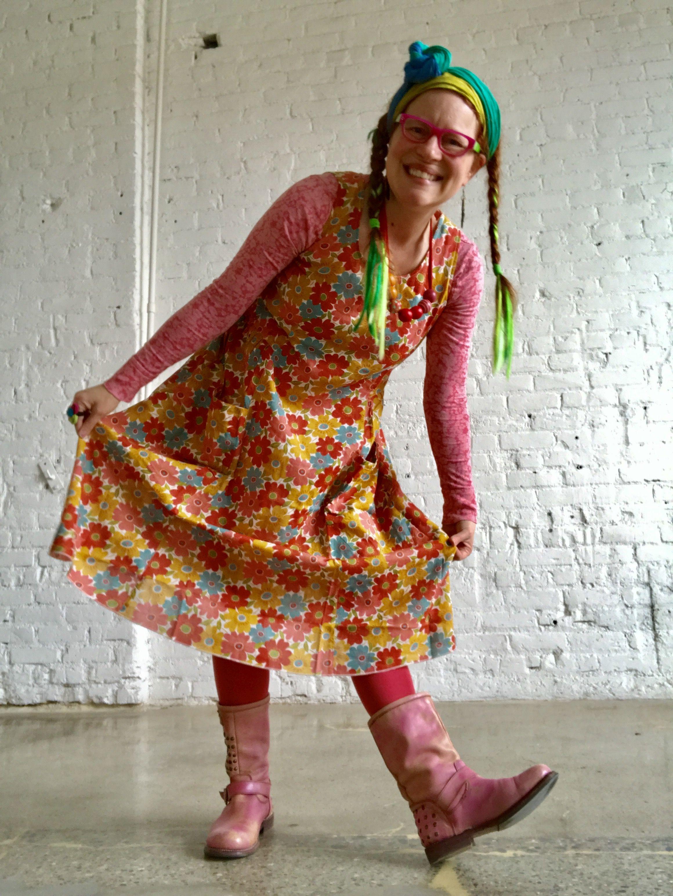 foto de Rachel Awes in summer 2017 Gudrun Sjoden Anemone dress and