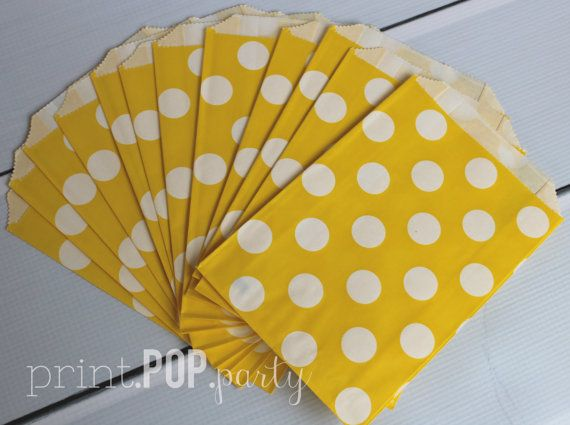 Set of 12 Yellow Chevron Party Bags - Party Favor Bag and Coordinating Favor Sticker Digital Print    - Paper kraft material - Bio-degradable -
