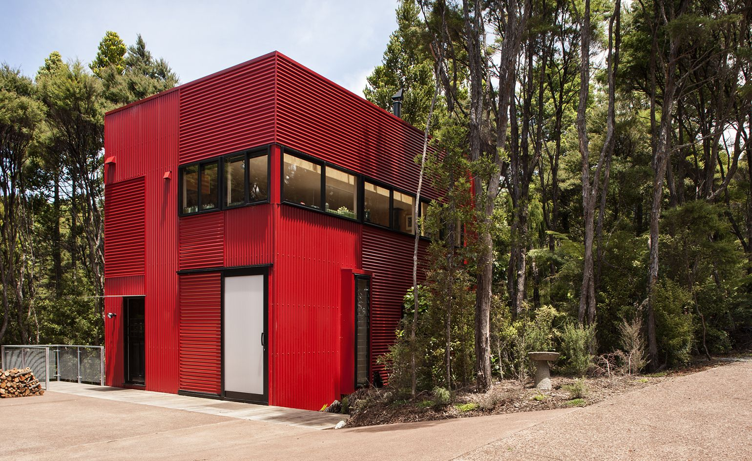 titirangi a suburb on the western edge of auckland and a renowned creative retreat has an enviably high number of architect designed houses the red house - Red House 2016