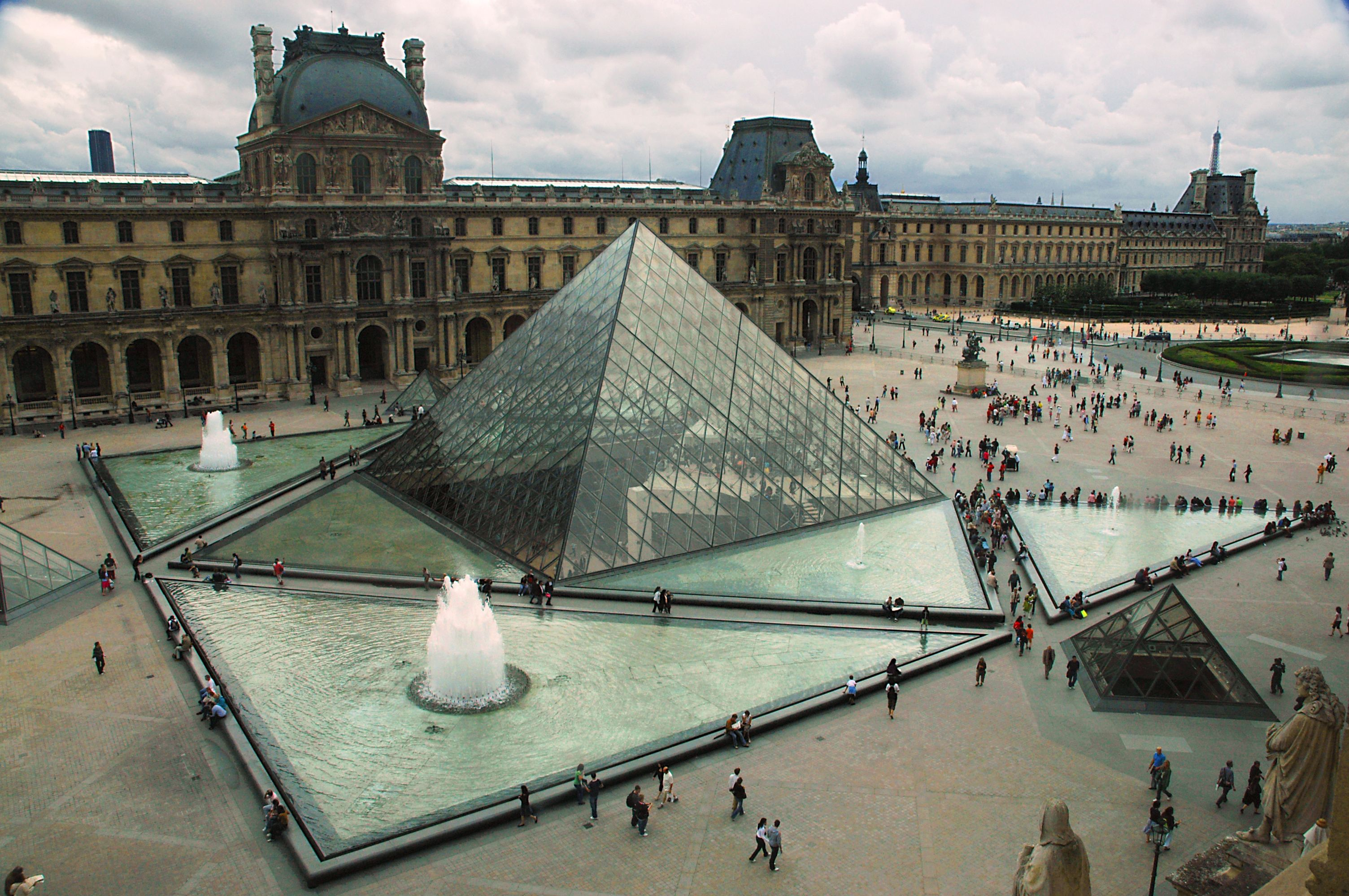 Art Museums by Ieoh Ming Pei: The Louvre Pyramid, Louvre Museum, Paris, France.