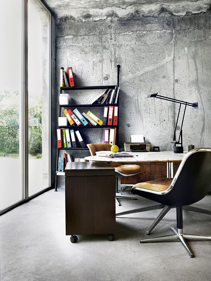 Charles Pollock Executive Chair and Florence Knoll Table ...